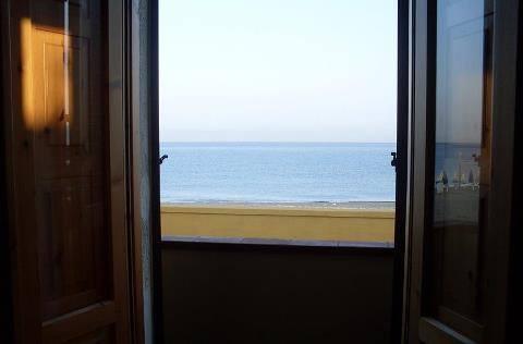 Il mare dalla finestra anonimo poesie del mare categorie - Spiate dalla finestra ...